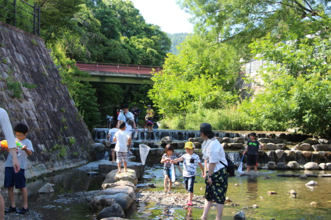 川遊びが出来る公園。箕面西公園(箕面川親水公園)